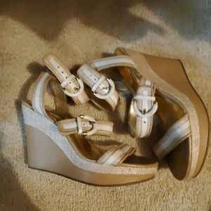 Maralee coach white wedge sandals 9 basket weave